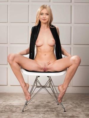 Dakota Fanning celebrity naked pics