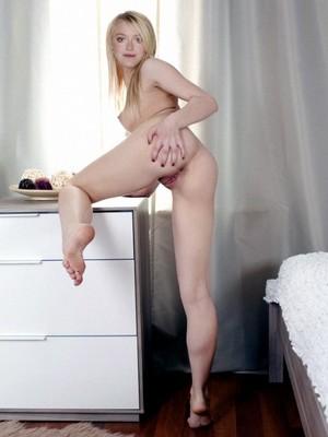Dakota Fanning nude celebrity