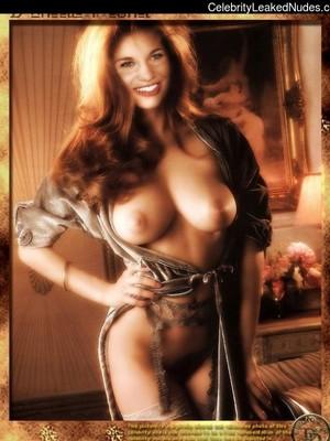 Danielle Fishel  nackt