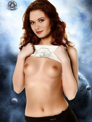 Hot Naked Celeb Debra Messing 14 pic