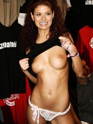 Naked Celebrity Debra Messing 17 pic