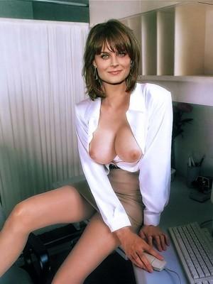 Emily Deschanel nude celeb pics