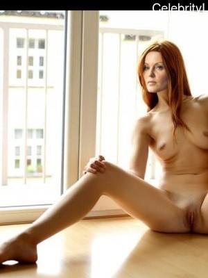 Cronin nackt Esther  Naked in