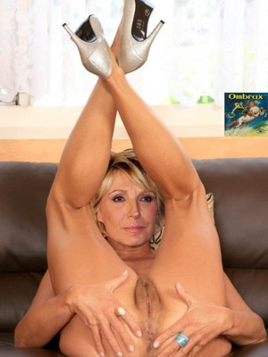 Famous Nude Evelyne Dheliat 2 pic