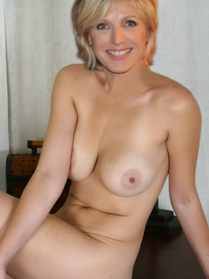 Famous Nude Evelyne Dheliat 3 pic