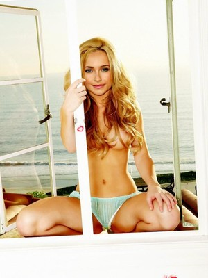 Hot Naked Celeb Hayden Panettiere 17 pic
