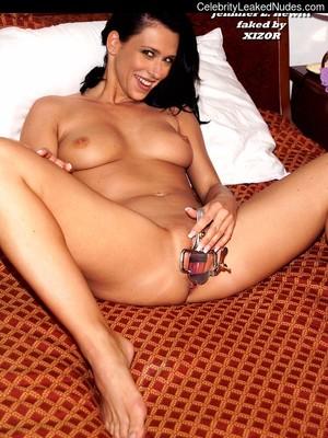 Naked Celebrity Jennifer Love Hewitt 4 pic