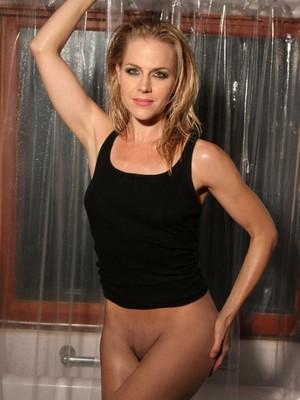 Benz nackt julie Jennifer Carpenter