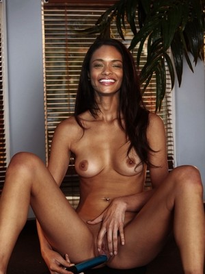 Celebrity Nude Pic Kandyse McClure 4 pic