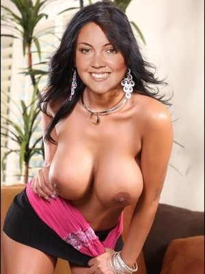 Naked Celebrity Pic Lacey Turner 20 pic
