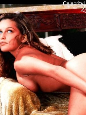 Hot Naked Celeb Laetitia Casta 23 pic
