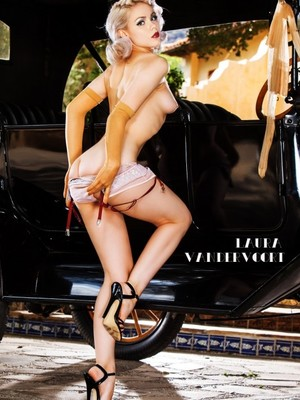 Real Celebrity Nude Laura Vandervoort 11 pic