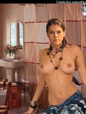 Newest Celebrity Nude Lindsey Shaw 1 pic