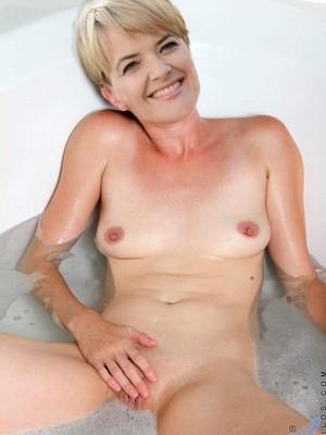 Monika Radulovic  nackt