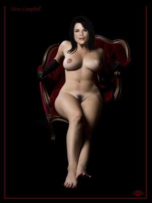 Campbell nackt Julia  Julia Louis