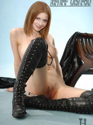 Renee Olstead nude celebrity pics