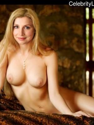 Nackt  Sarah Born Sarah Shahi