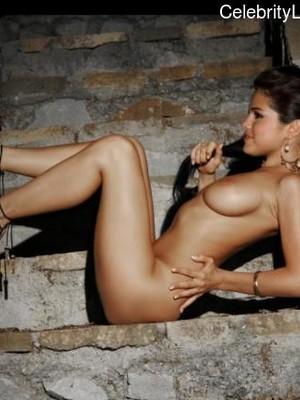 Selena Gomez celebrities naked