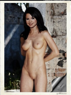 Free nude Celebrity Selena Gomez 27 pic