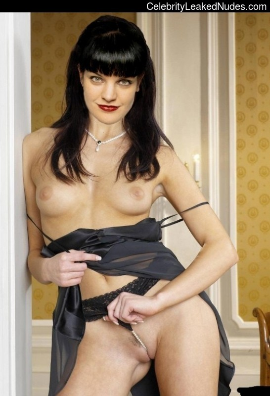 naked gross goth girl